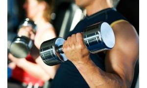 Тренировка мышц груди с помощью гантелей